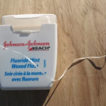 picture of johnson and johnson waxed floss