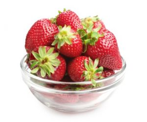 how to clean your teeth with baking soda and strawberries