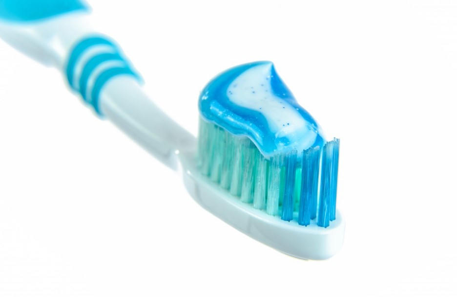 6 Best Toothpaste For Sensitive Teeth Reviews